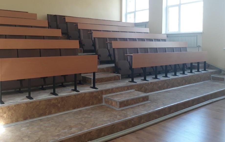 Для ліцею в місті Покровськ Донецької області виготовлено 96 крісел зі столами