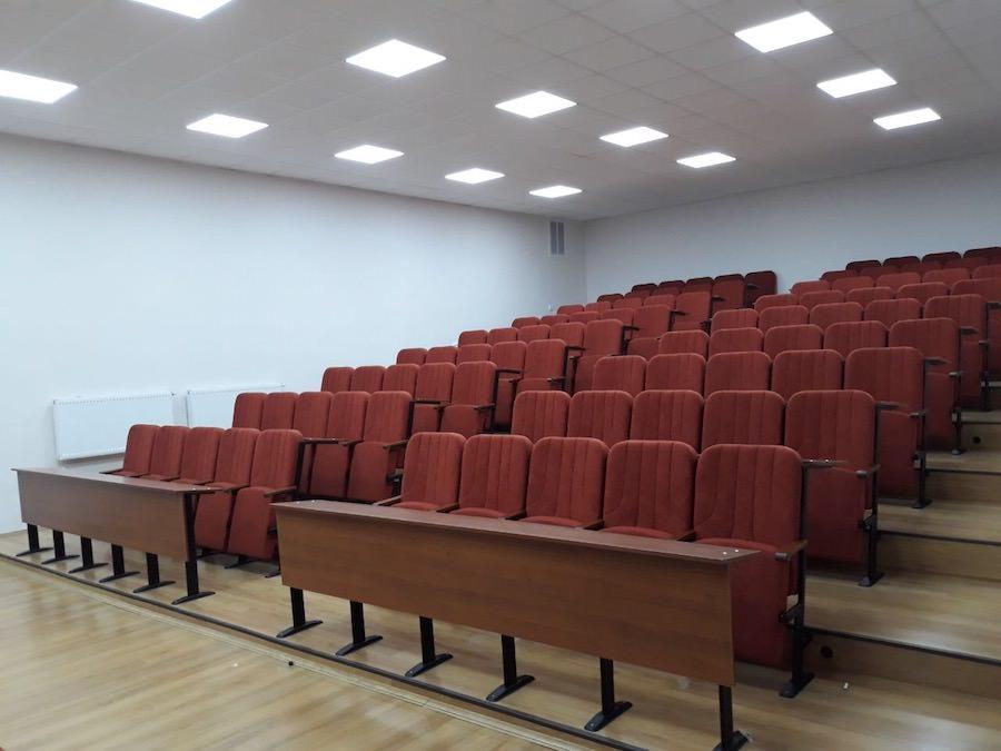 150 крісел Колізей в новій аудиторії Львівського університету внутрішніх справ України