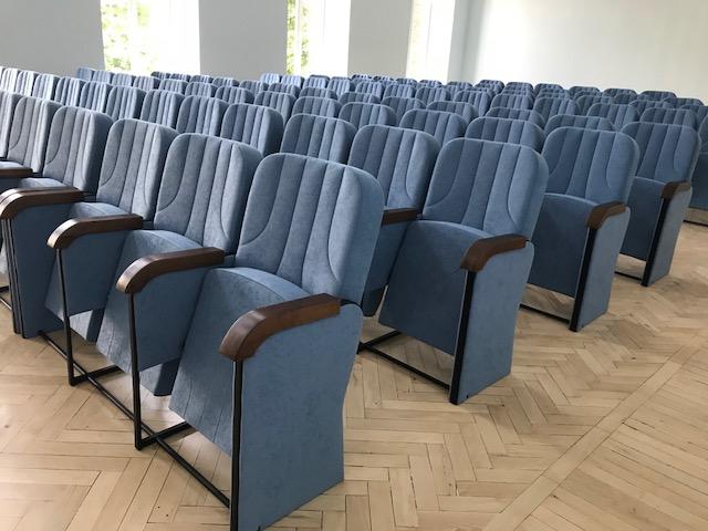 Нові крісла для Києво-Могилянської Академії в Києві