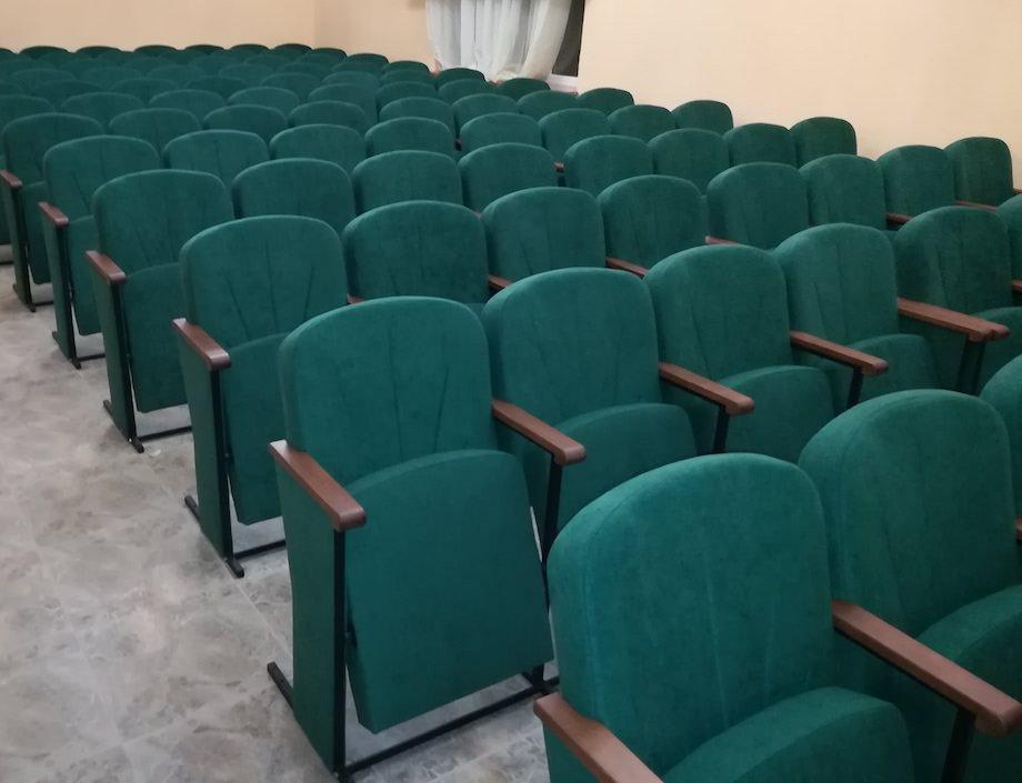 У Банюнинському будинку культури встановлено 120 нових крісел нашого виробництва