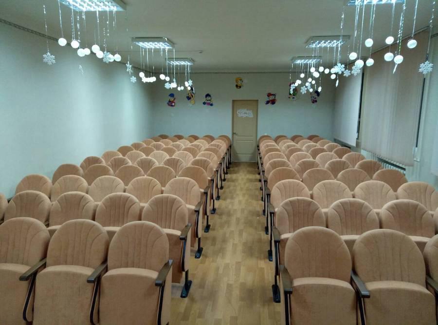 100 крісел для актового залу школи в Дніпропетровській області