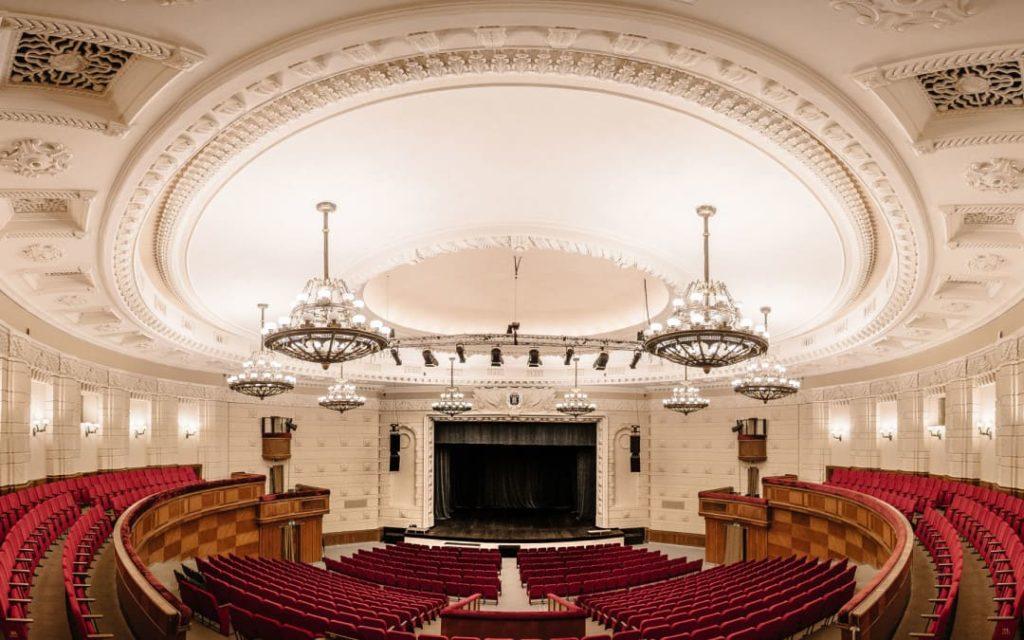 725 крісел для концерт холу «Riga» в Латвії