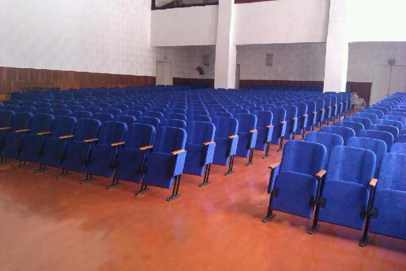 Змонтовані нові крісла в районному БК в місті Бобровиця, Чернігівська обл.