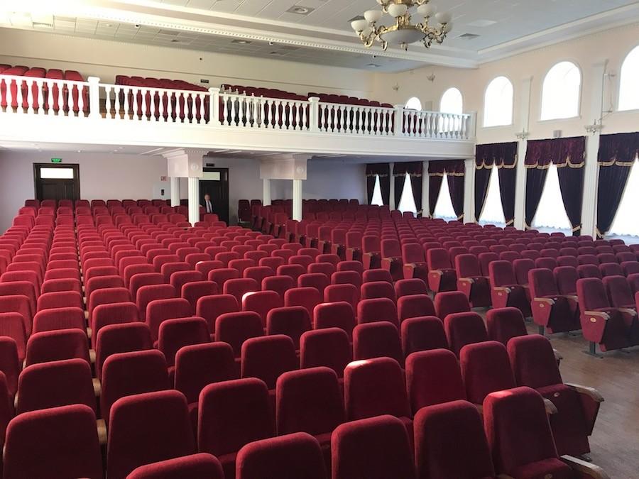 623 крісла для актового залу Національного університету біоресурсів в Києві