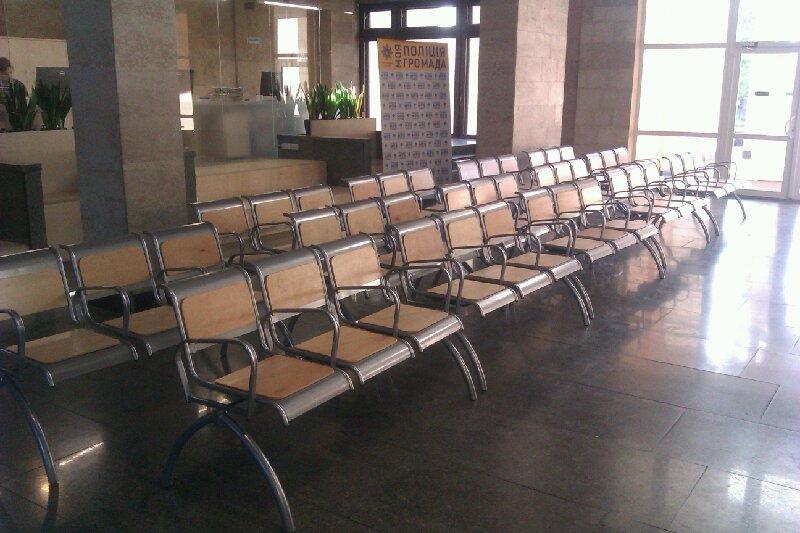 Обладнаний зал очікування Головного управління патрульної поліції м. Києва