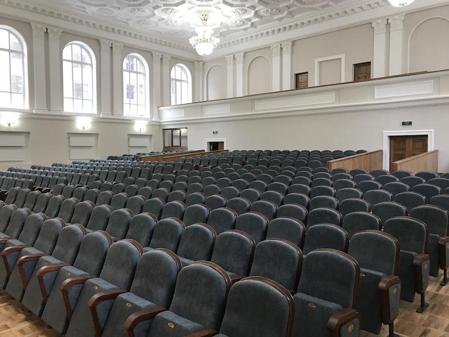 464 крісла для актового залу Національного університету ім. В.Н. Каразіна у Харкові