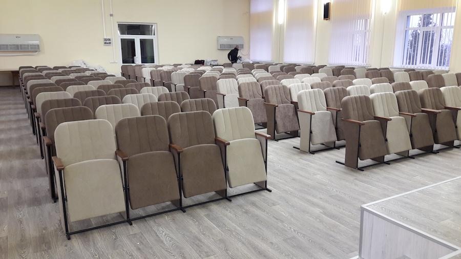 Для Маріупольської районної адміністрації виготовлено 200 крісел