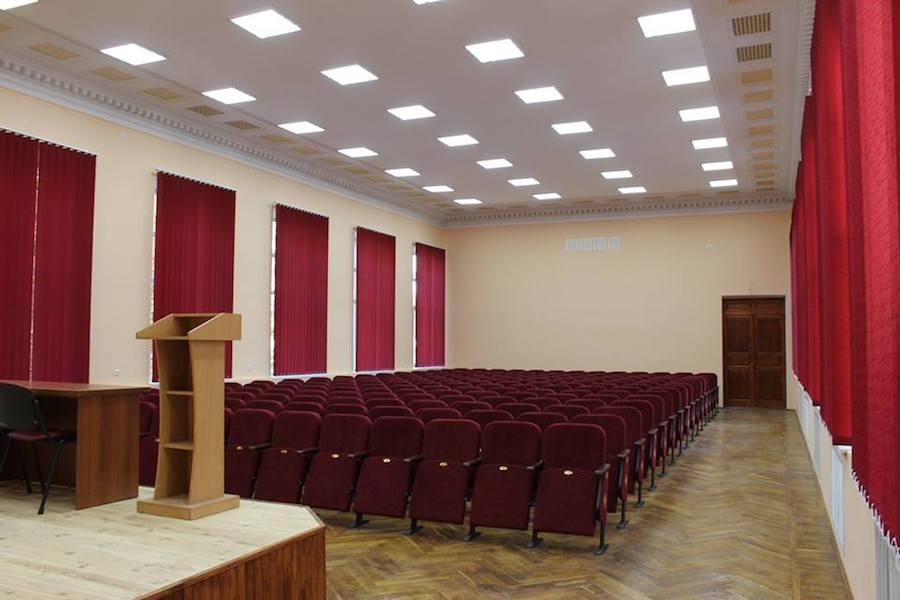 208 нових крісел для Будинку офіцерів у Вінниці