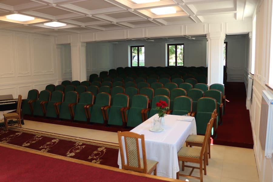 У Молдові встановлена нова партія театральних крісел нашого виробництва
