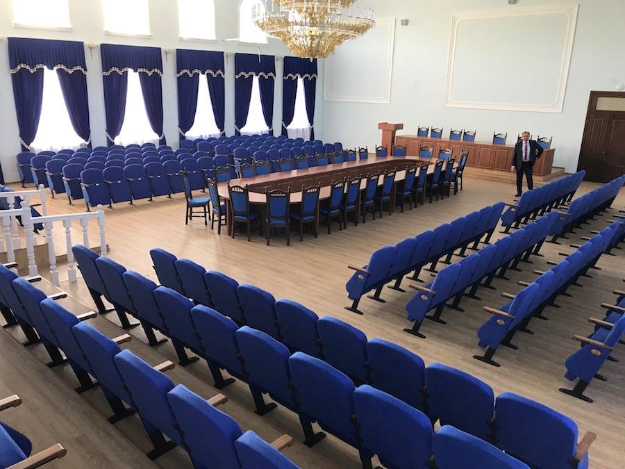 250 крісел для залу засідань Національного університету біоресурсів у Києві