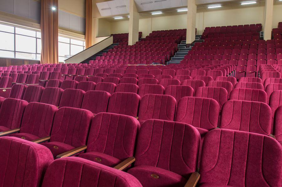 Великий актовий зал ХУПС ім. Кожедуба отримав нові крісла