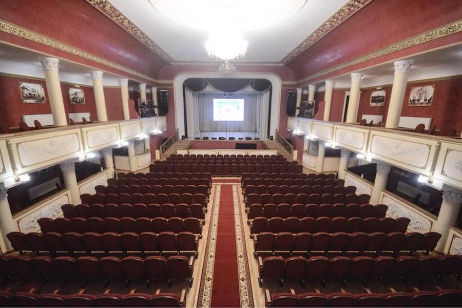 Музично-драматичний театр в Бердичеві отримав 420 нових крісел і стільців