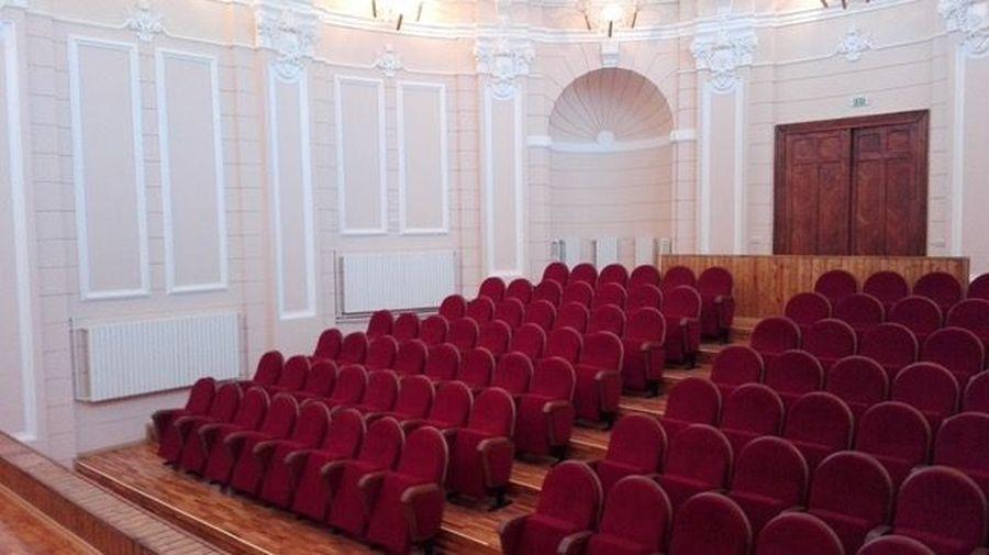 Експортна поставка: 112 крісел для коледжу в місті Галац (Румунія)