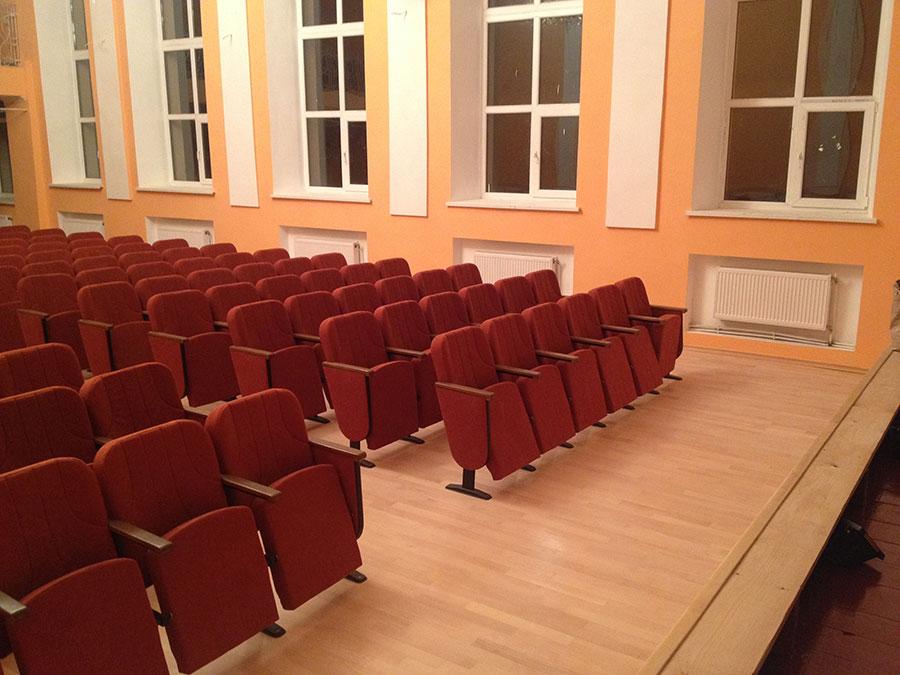 Відео театральних крісел меблевої фабрики Прем'єра в залі для глядачів Яворова
