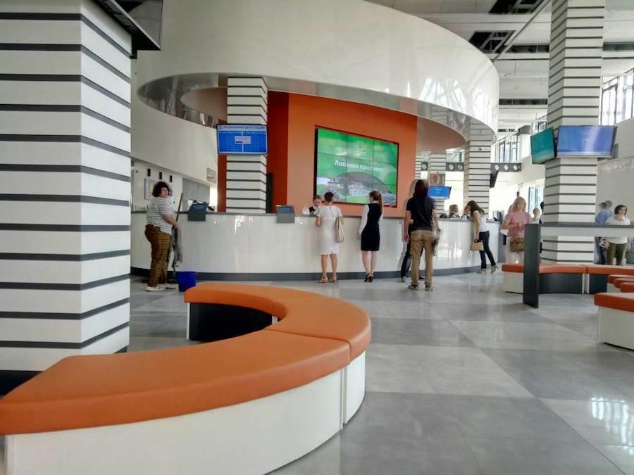 20 нестандартних лавок для відвідувачів у сучасному ЦНАП в Харкові