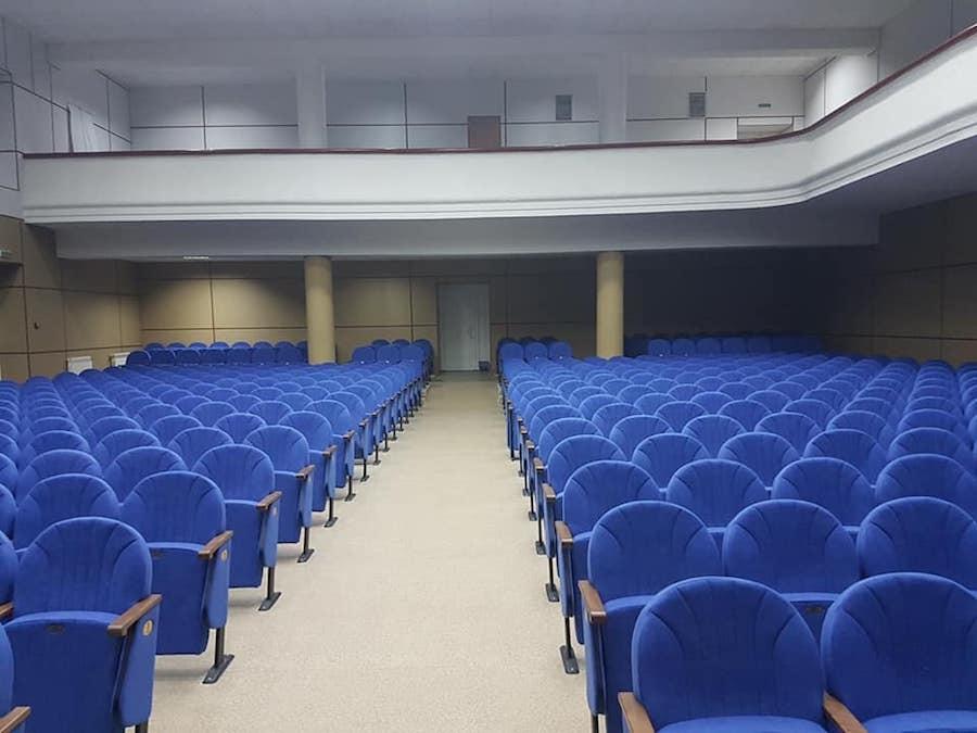 Для Запорізького центру молоді виготовлені 583 крісла