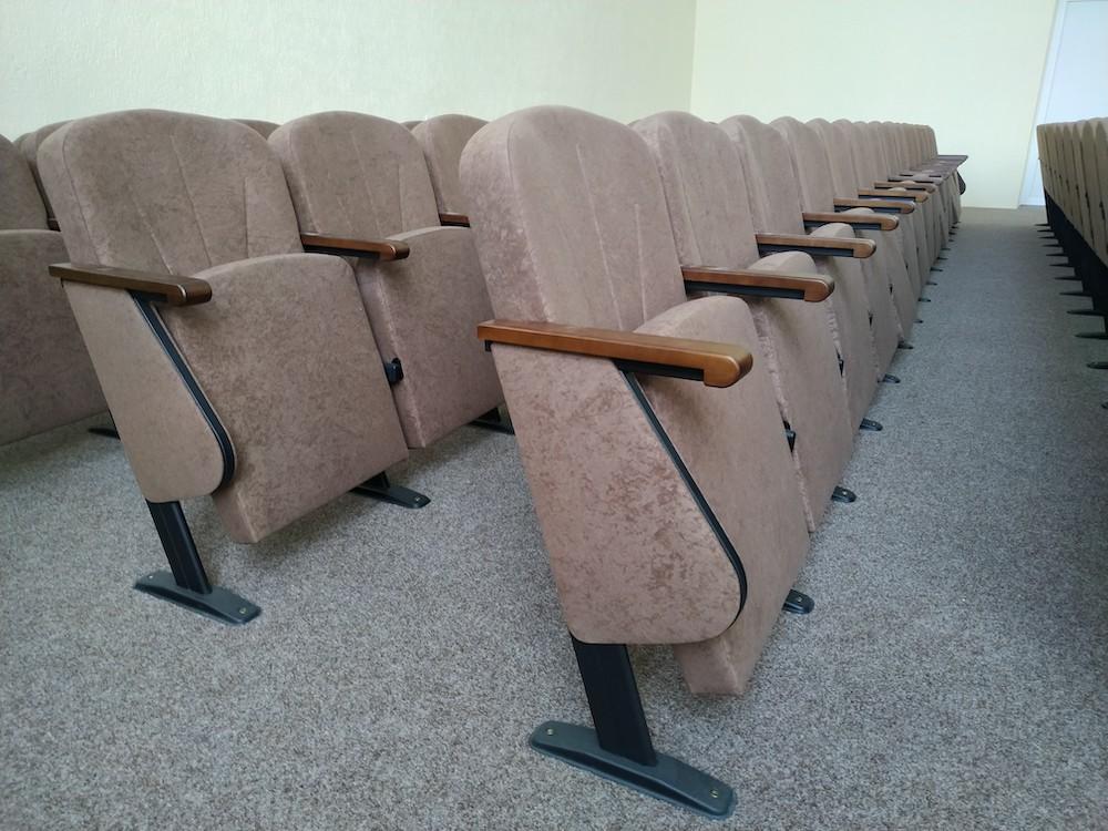 Готова нова глядацька зала в селі Гоголеве Полтавської області