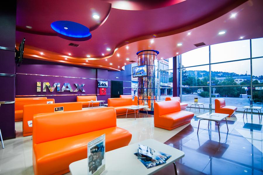 Холл кинотеатра, Украина