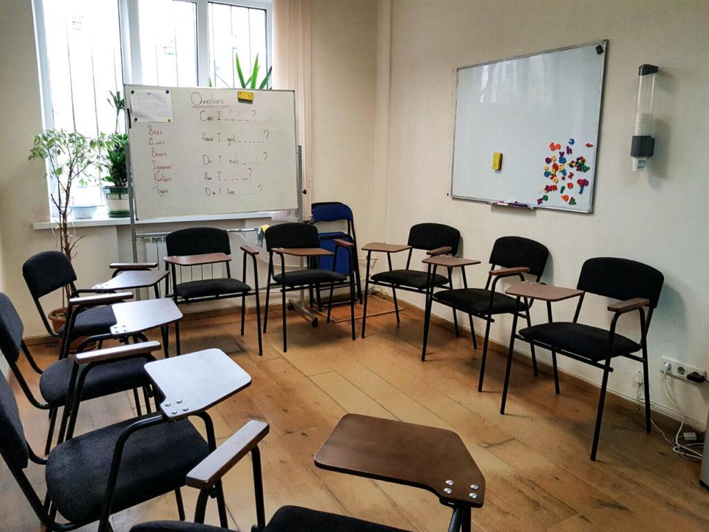 Одномісні секційні стільці Сієна для школи з вивчення англійської мови, м. Київ