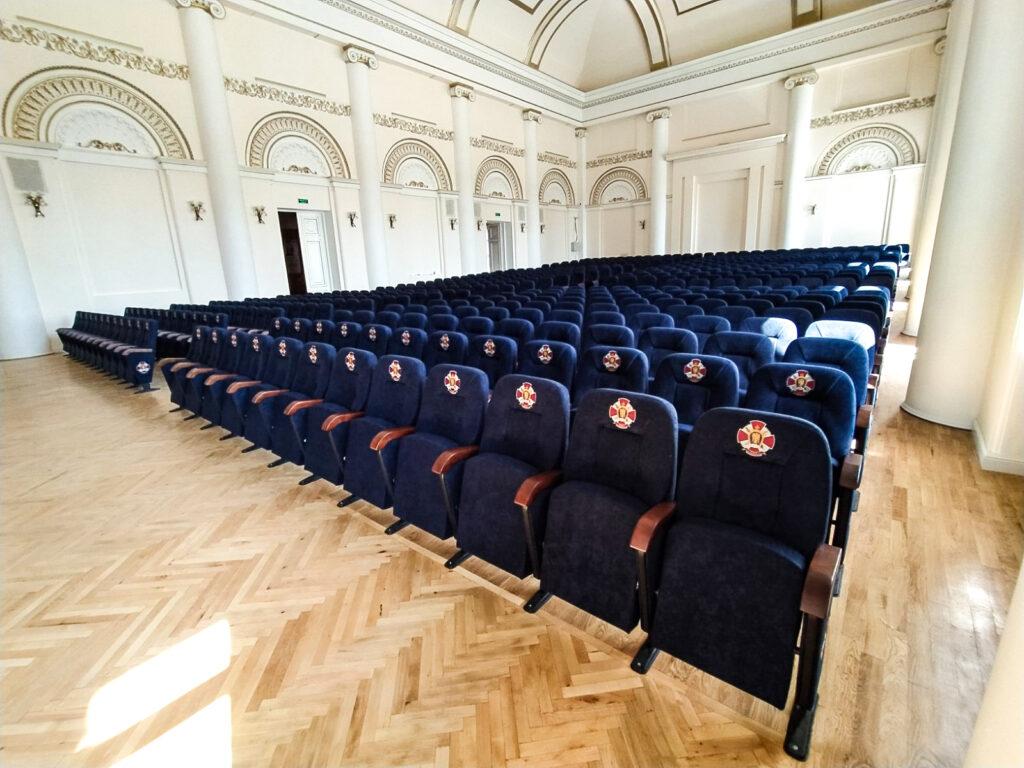 Для актового зала Киевского военного лицея им. Ивана Богуна изготовлены новые кресла
