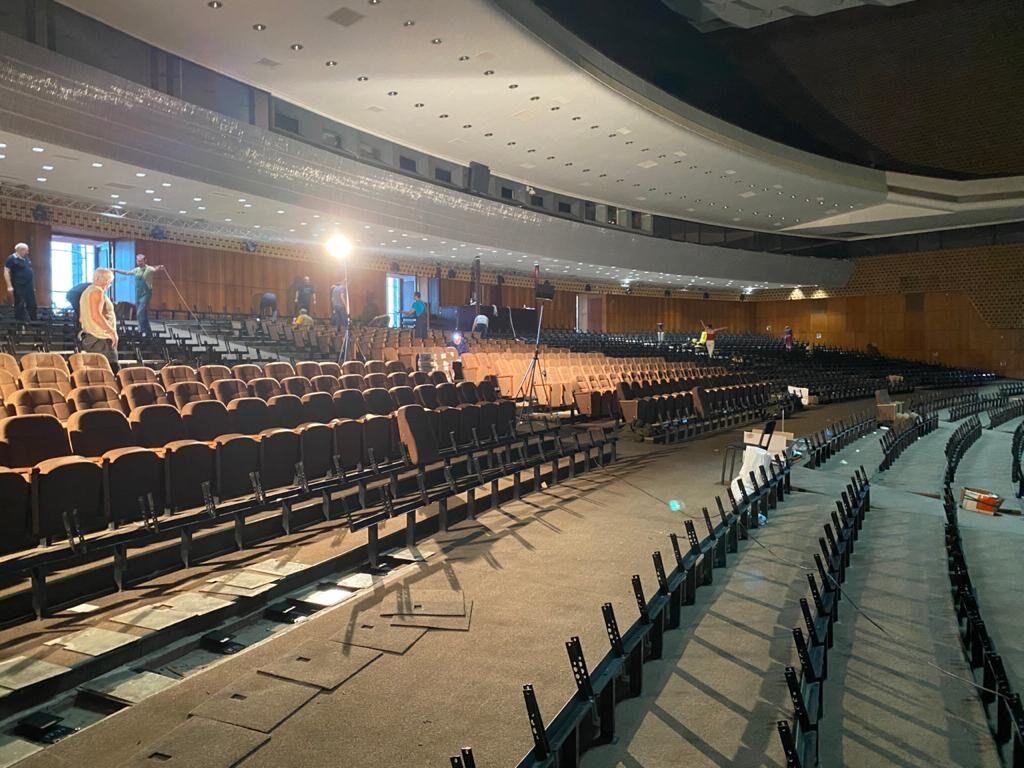 Розпочато монтажні роботи глядацьких крісел у Національному Палаці Україна