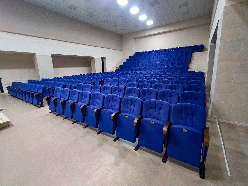 Крісла «Ліра» для міського Будинку культури в Надеждівці